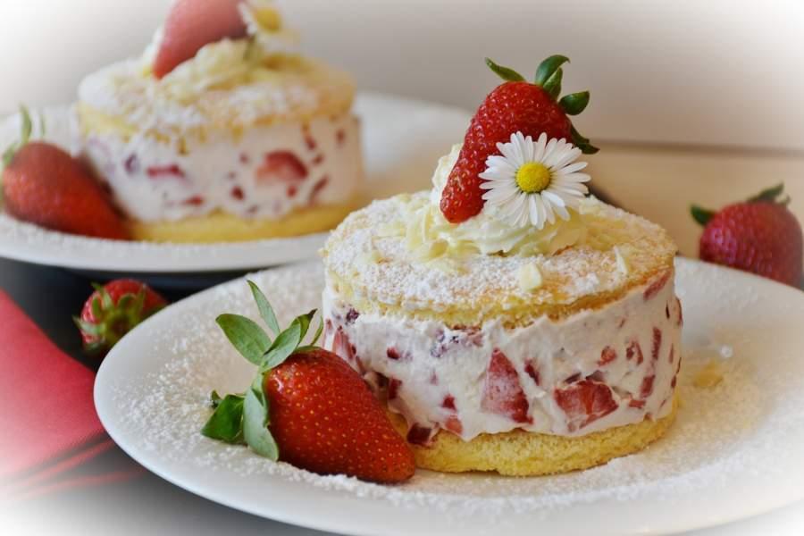 How to Make Yummy Strawberry Coco Cake