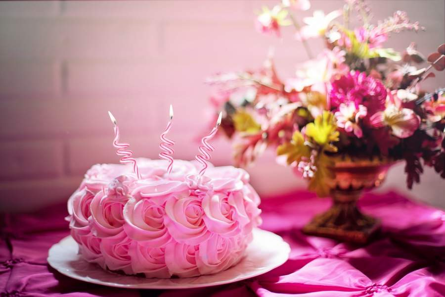 Pamper Your Loved One by Sending Online Cake