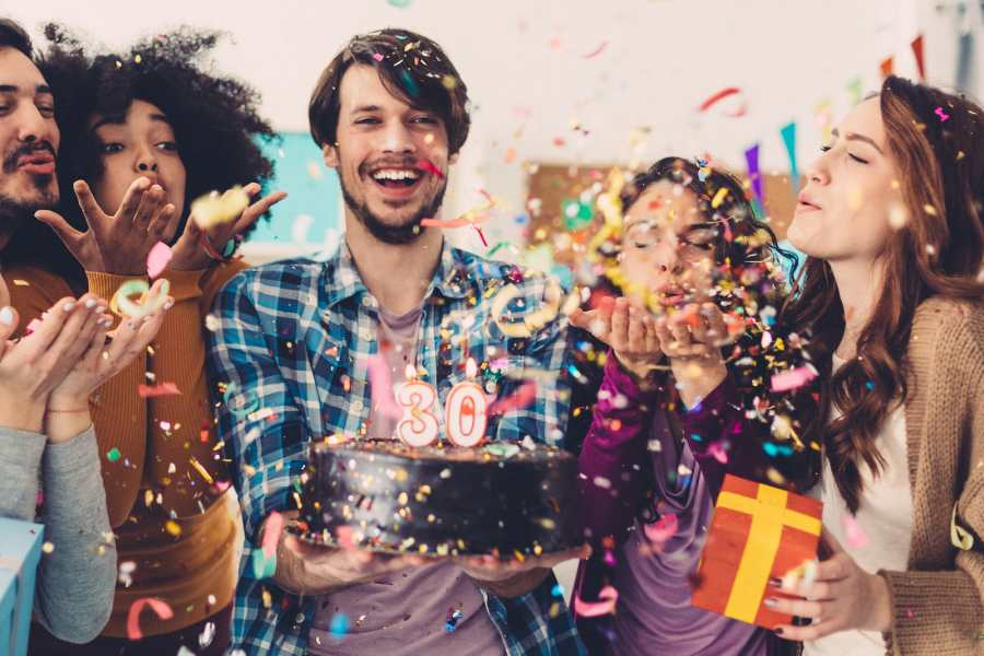 6 Suitable and Perfect Themes for Adult Birthday Party