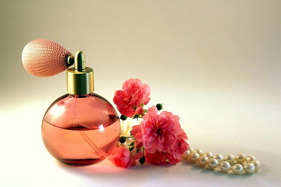 The colour of the perfume