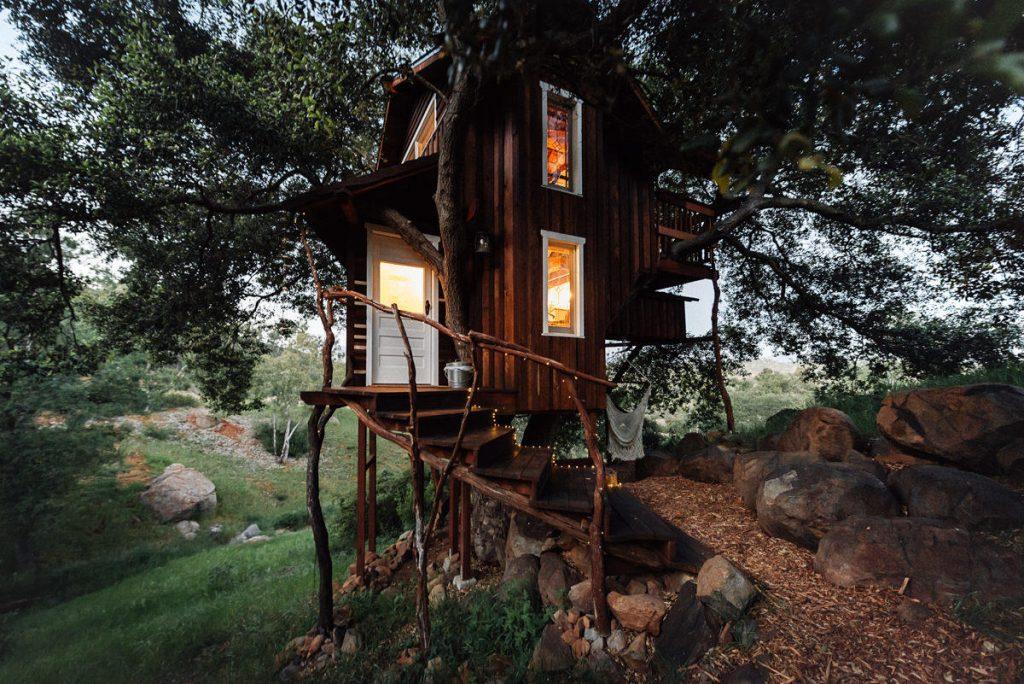 Romantic Treehouse, California