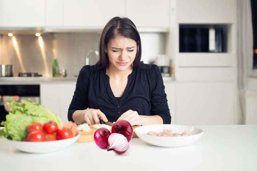 Hack to cut an onion without tears