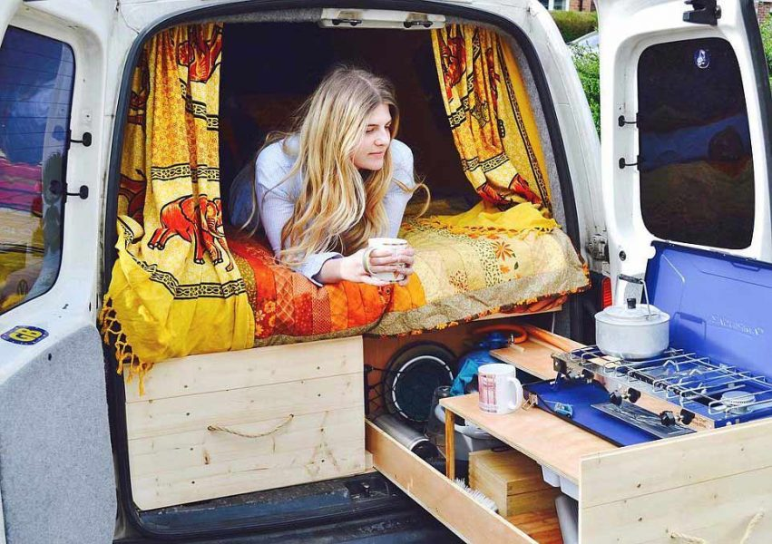 Australian Youngsters Choose To Live Out of Vans