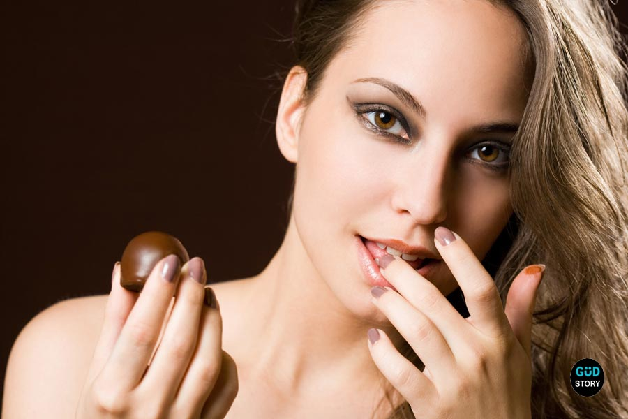 6 Benefits to Skin & Hair Prove That Eating Chocolate is Good Habit