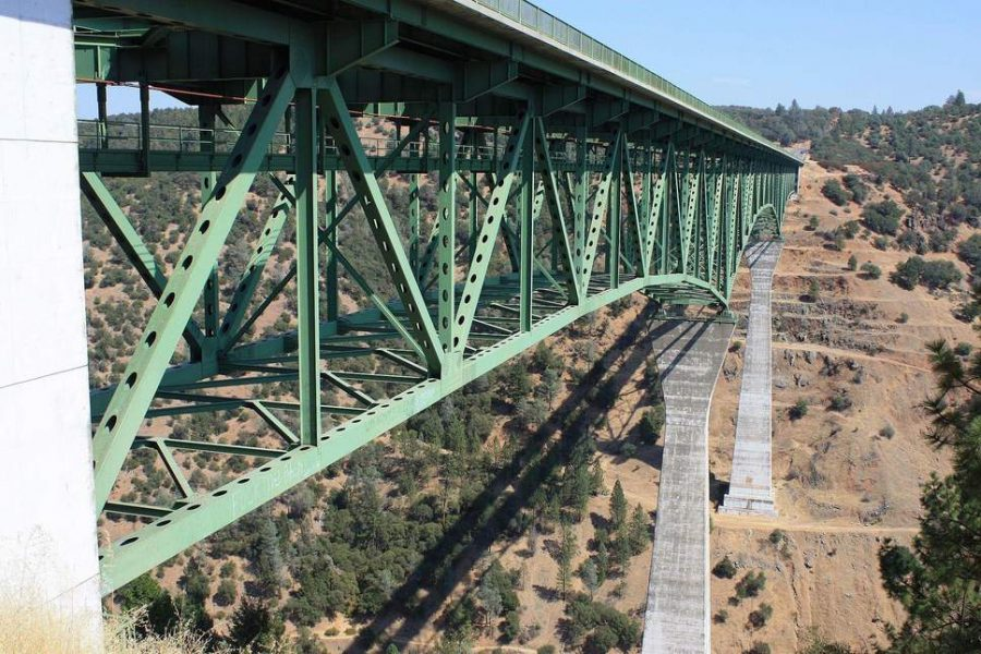 Woman Falls Off the California's Foresthill Bridge While Taking a Selfie