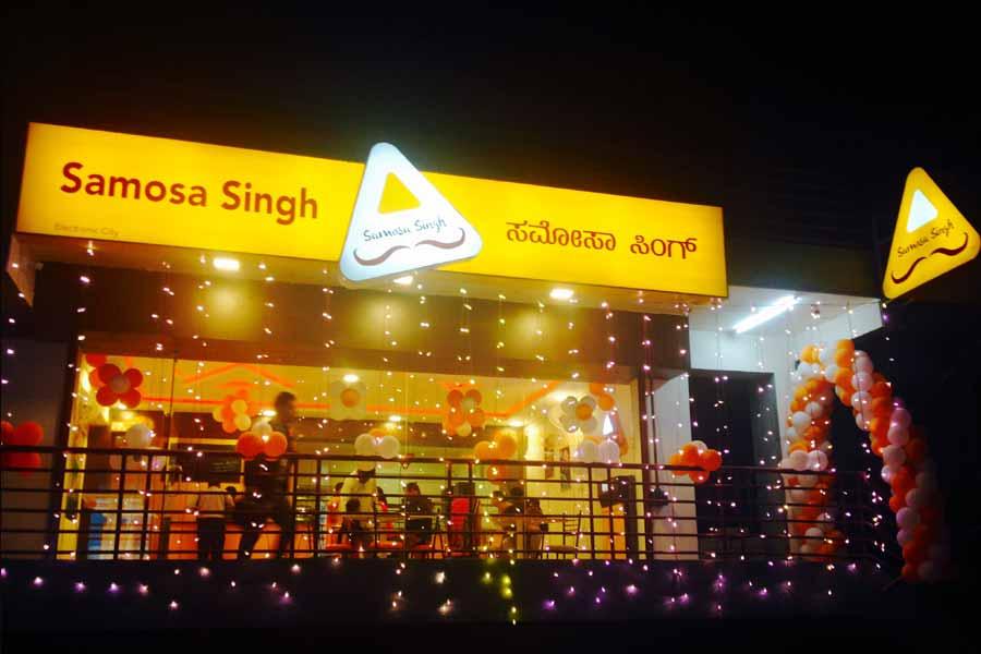 Nidhi and Shekhar Singh: Samosa Singh