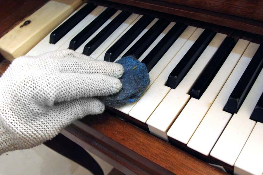 Keep the piano or synthesizer keys clean