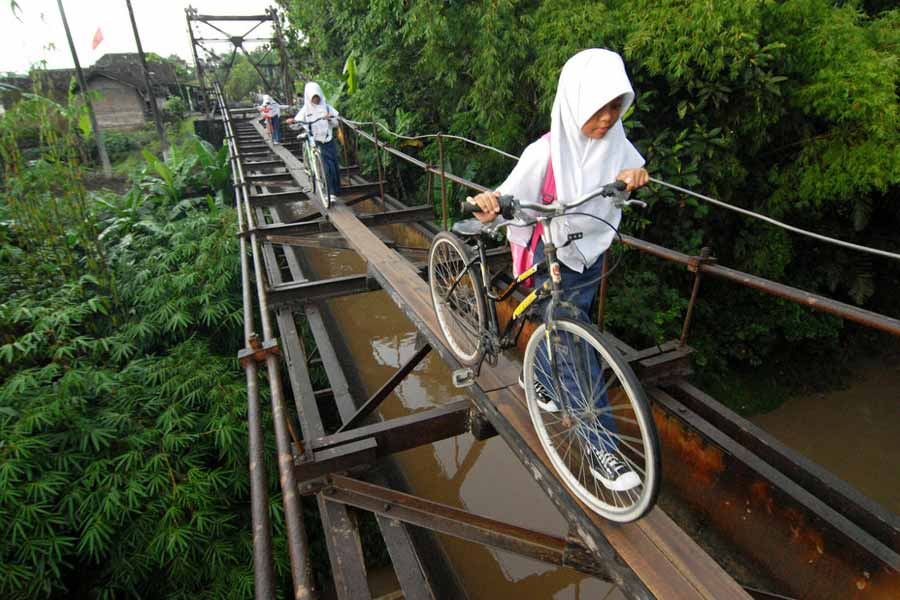 The bridge two villages in Indonesia
