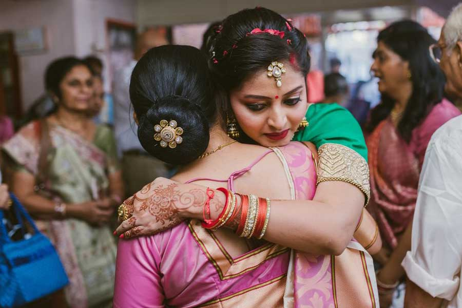 Girl miss her mom after wedding