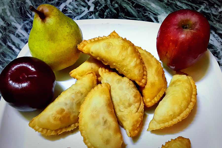 Fresh Fruit Gujiya
