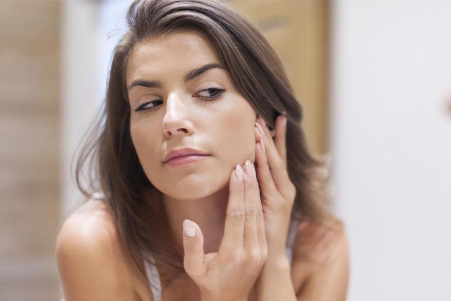 Fights inflammation from acne breakouts