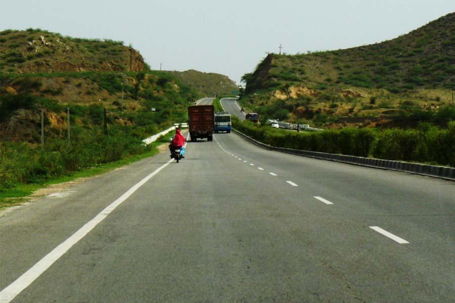 Delhi-Jaipur Highway en route Bhangarh Fort