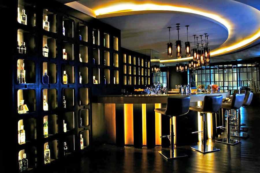Go cheap bar hopping at late nights