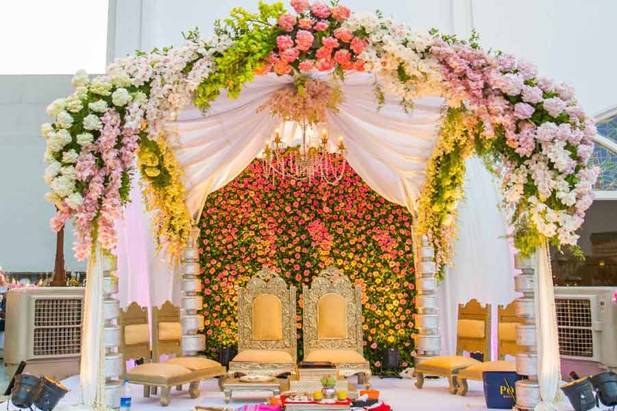 Mandap decorated with multicolour roses