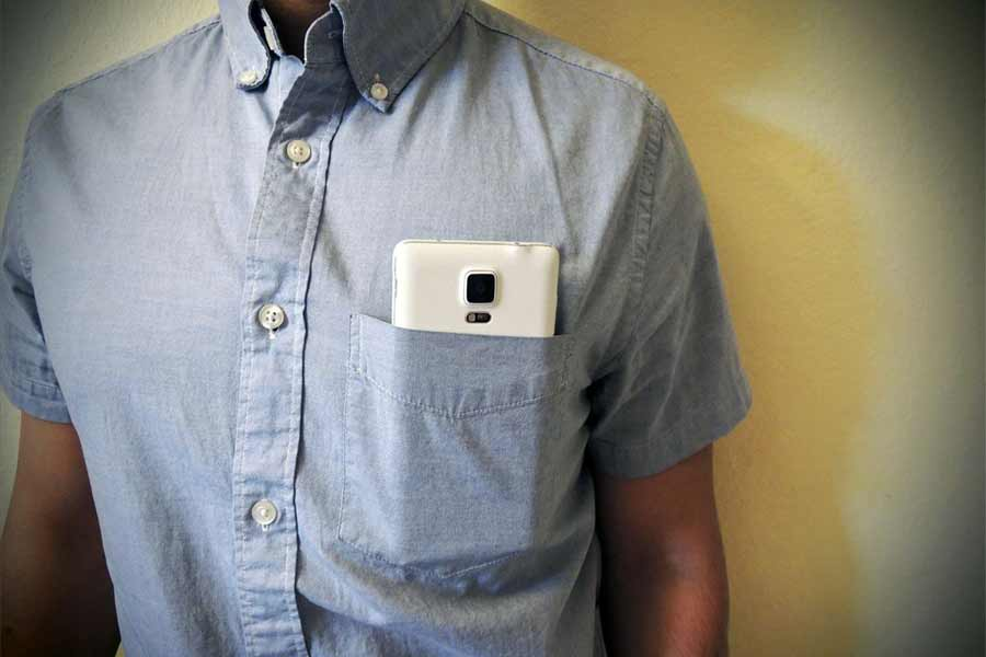 Don't keep mobile in your Shirt's Front Pocket