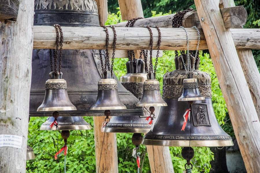 Ring a bell in the temple