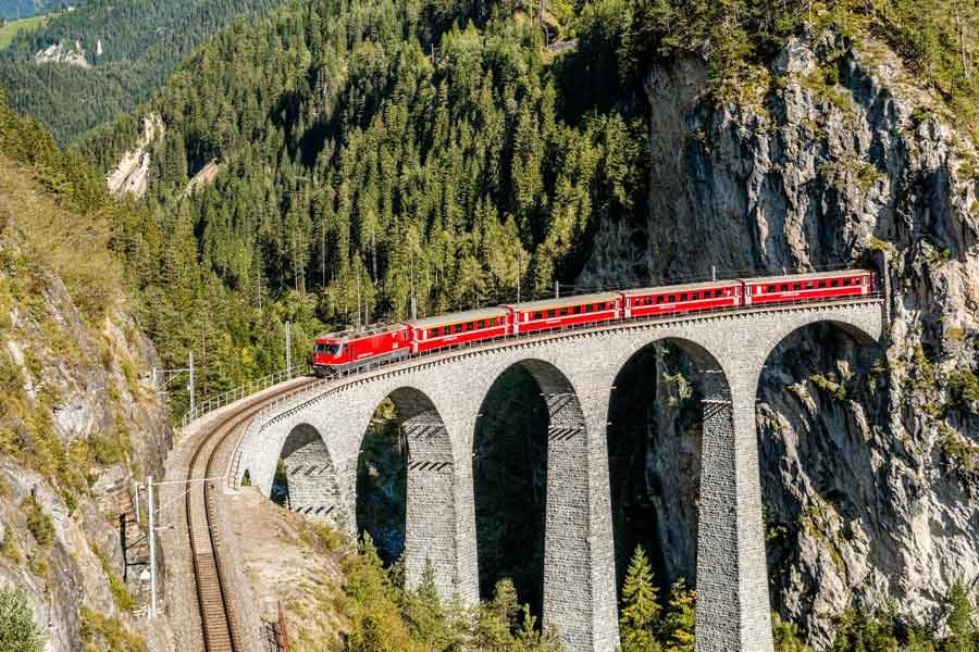 Top 10 of The Scariest Railway Routes Around The World