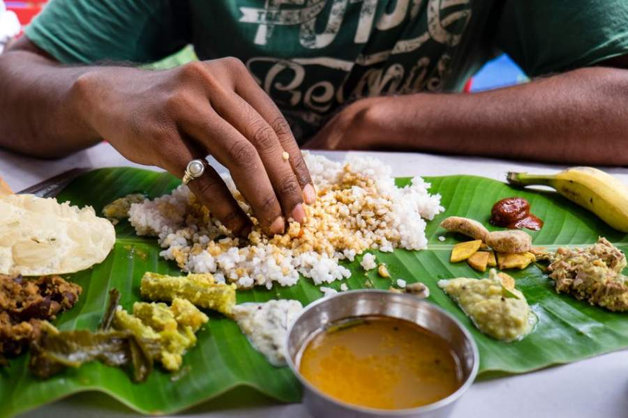 Eating with hands Help improve digestion