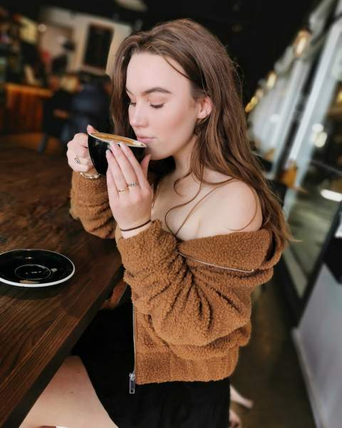 research has come up with the benefits of drinking tea on your brain