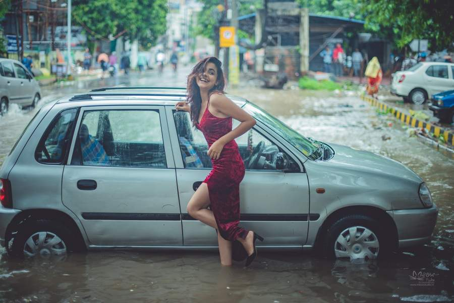 NIFT Student Aditi Singh Poses in The Mid of Waterlogged Streets of Patna