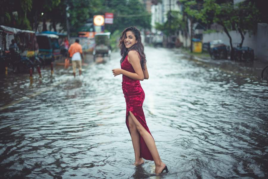 Aditi Singh Poses in The Mid of Waterlogged Streets of Patna