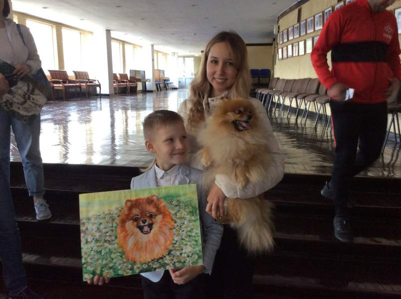 Pavel Sells His Paintings For Pet Supplies For His Animal Shelter