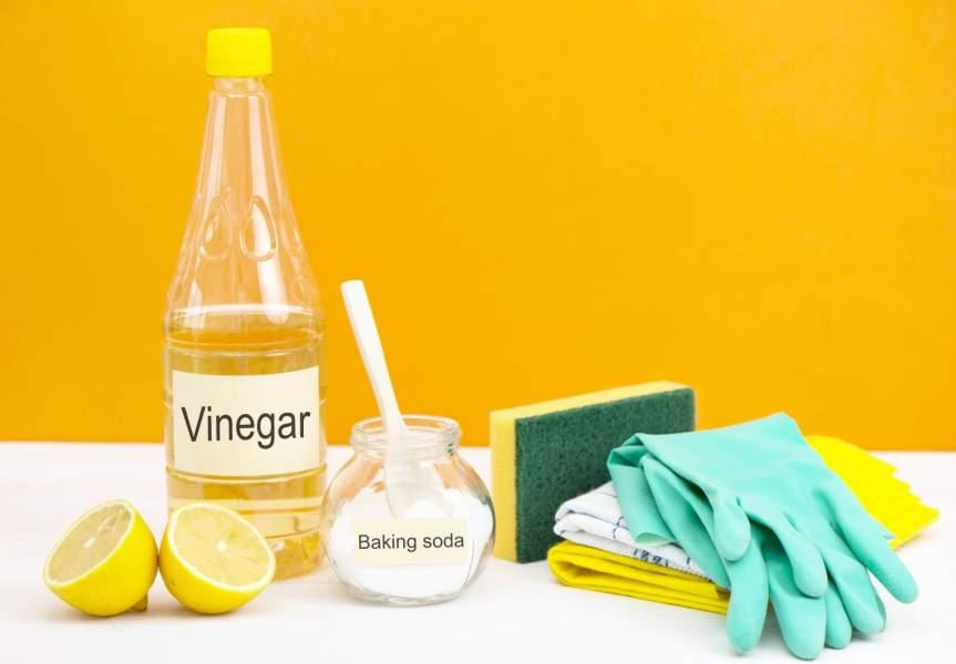 Vinegar and baking soda to clean drain