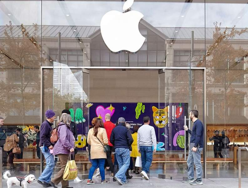 Apple store employees can see your private photographs