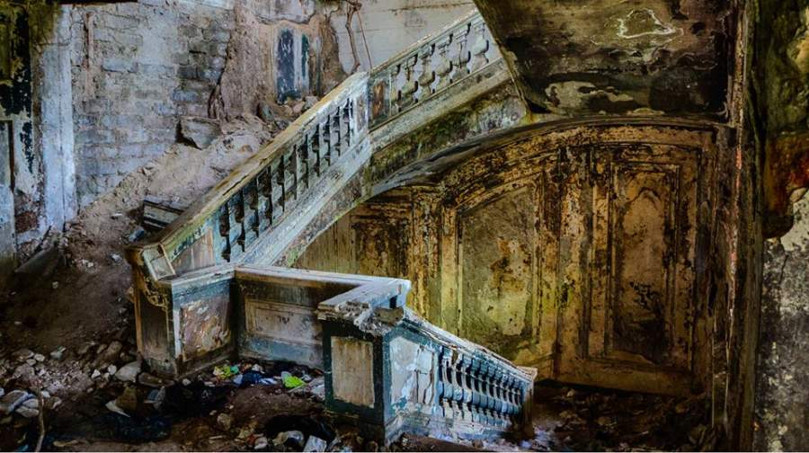 15 Surreal Images of Abandoned Places Around the World