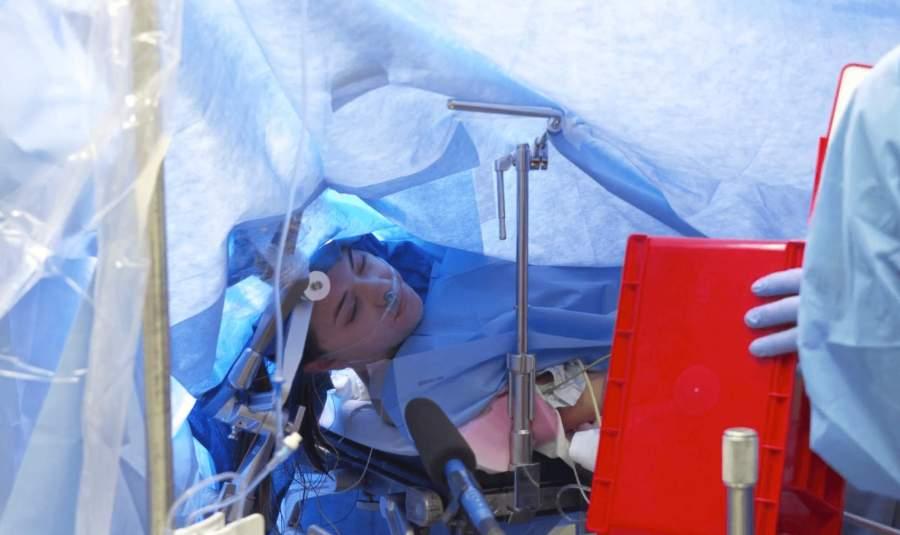 Wide Awake Brain Surgery of Jenna Schardt Live-streamed on Facebook