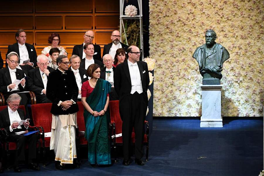 Nobel Laureates Making India Proud By Rocking That Desi Swag in Dhoti and Saree