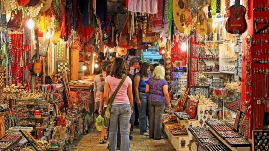 Are You A Shopping Freak? Check Out These 6 Best Places Where You Can Shop Your Heart Out in Mumbai