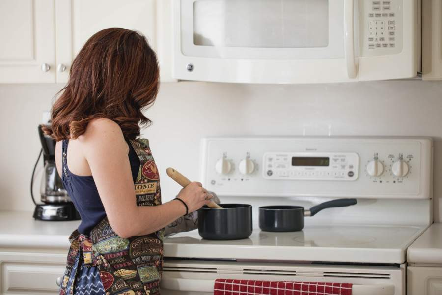 6 Successful And Profitable Business Ideas For Housewives And Moms