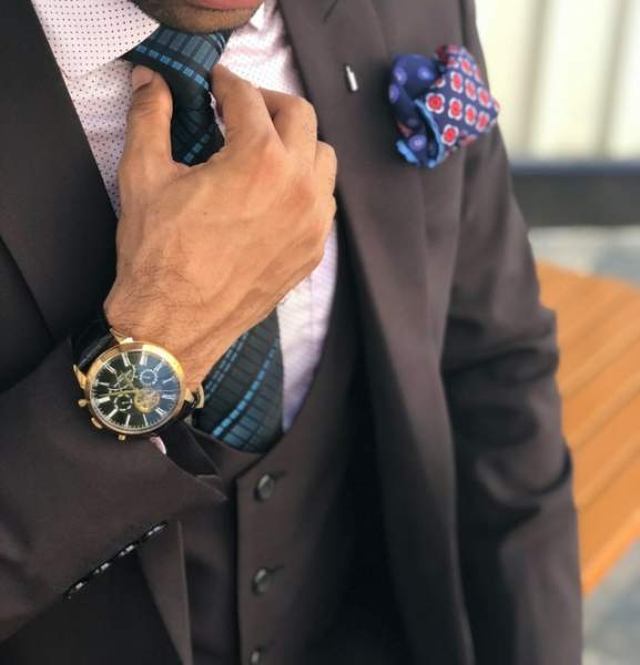Don dark suits with the light pocket square