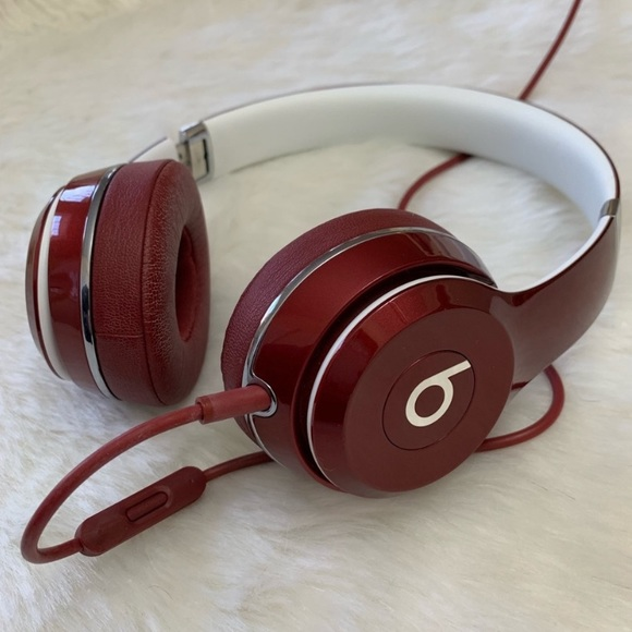 Solo2 Wired On-Ear Headphone, Luxe Edition, Red – by Beats