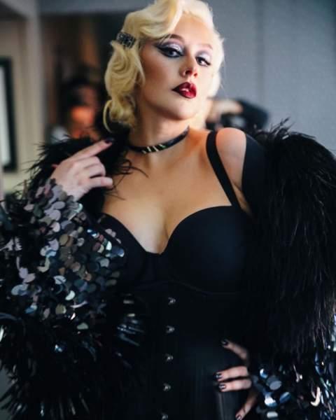 Christina Aguilera stripped Tours