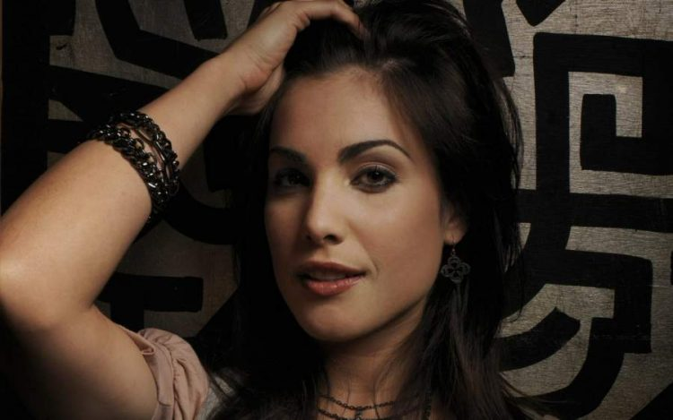 Carly Pope Biography
