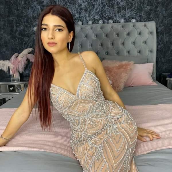 Narins Beauty YouTube Star