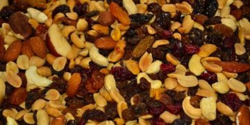 7 Best Hiking Snacks to Pack for Beginners