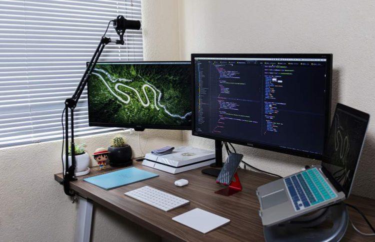 Workplace Optimization With A Dual Monitor Setup