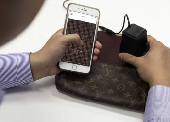 The war against fake goods. How an authenticator can help you.