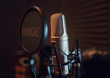 8 Podcasts to Listen in 2021
