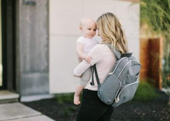 Features to check while buying a diaper bag