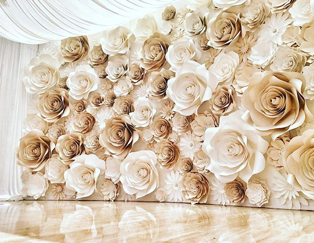Giant wall flowers