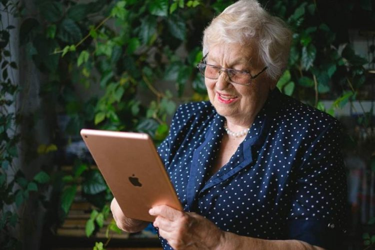 Sending a Loved One to a Senior Living Community