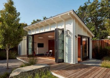 7 Benefits of Building a Backyard Office Shed