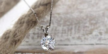 Things to know When Buying Diamond Pendants
