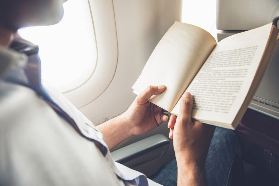 read book while traveling