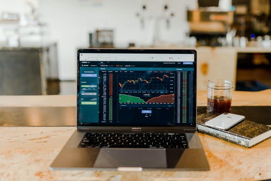 Cryptos and Blockchain Technologies