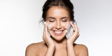 Best Face Washes According to Skincare Experts